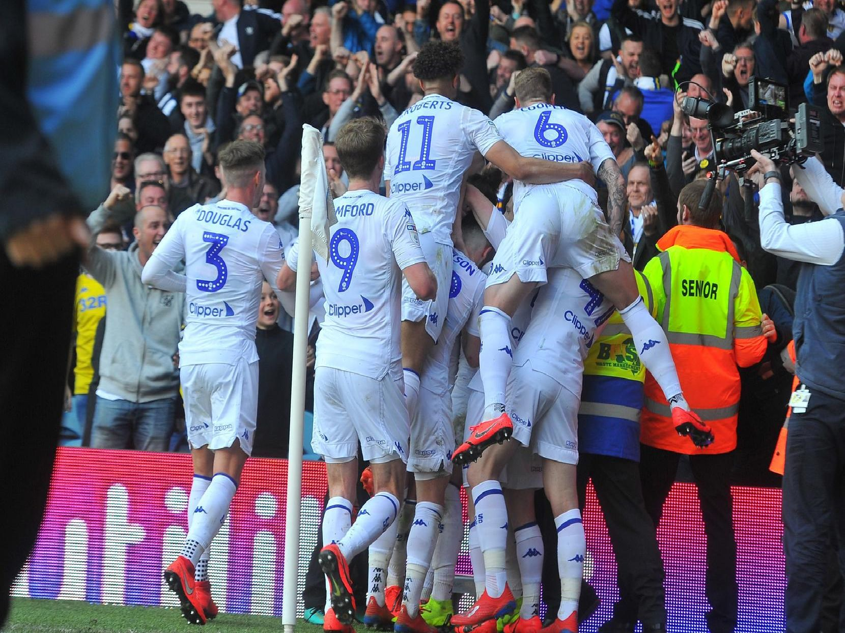 Leeds United struck twice in the final 15 minutes to secure a dramatic 3-2 victory against Millwall on Saturday.