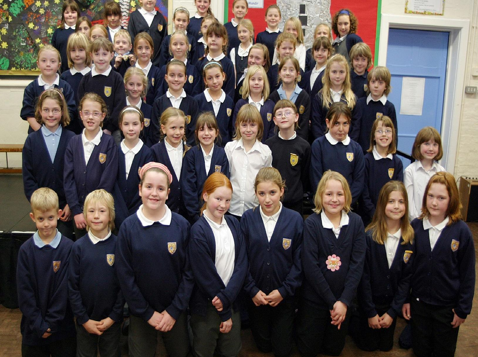 Pottery Primary School Choir performed in Sheffield with Lee Ryan from boy band Blue in 2007.