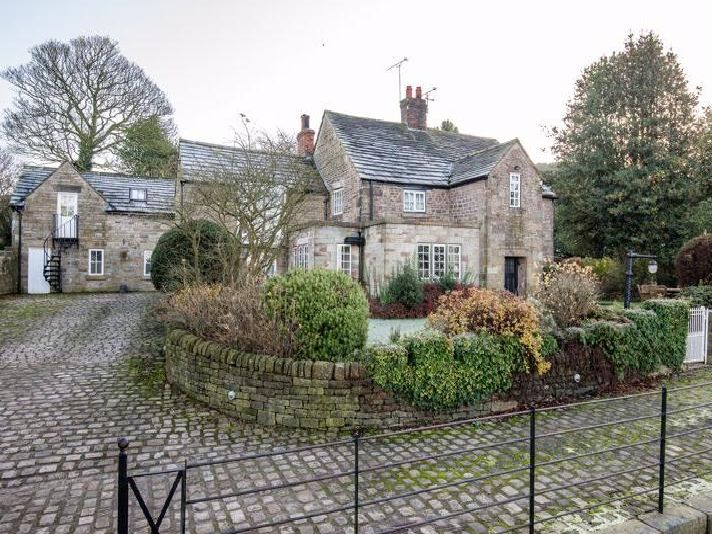 Exterior (credit: Arnold and Phillips Estate Agents)