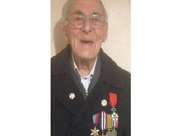 Oscar Neale, 94, received the Lgion d'honneur medal.
