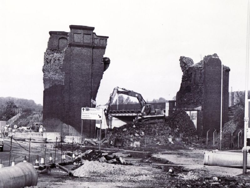 Demolition of the old Horns Railway Bridge