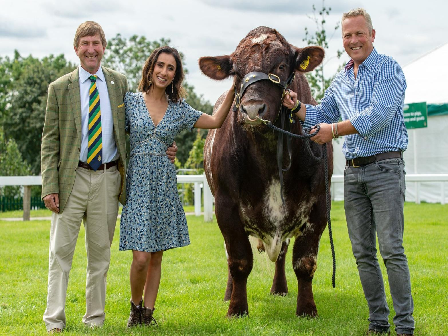 Show Director Charles Mills with Anita Rani and Jules Hudson with a Beef Shorthorn belonging to Tracy Severn from Halifax