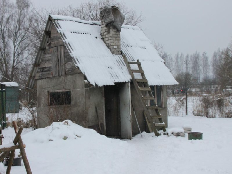 A shack in Latvia, without heating. where a man in his 60s was forced to live in temperatures as low as -16C. Photo - Derbyshire Police