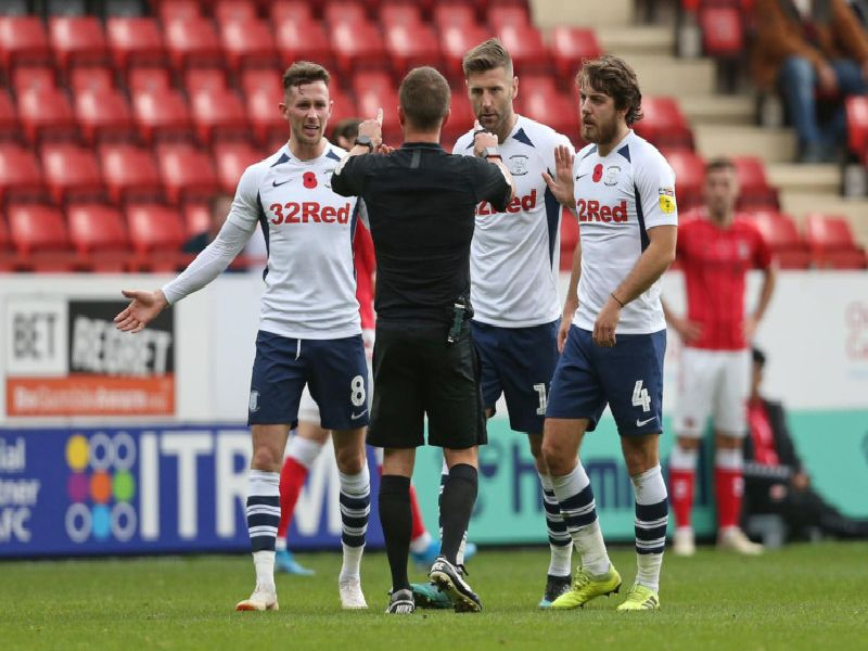 Alan Browne, Paul Gallagher and Ben Pearson have a word with referee David Webb