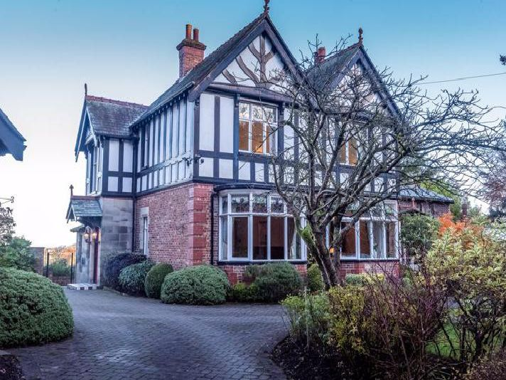 Exterior (credit:Arnold and Phillips Estate Agents)