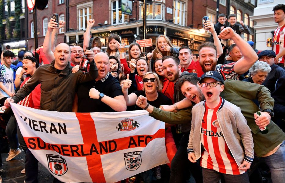 Sunderland fans in Covent Garden. Picture by FRANK REID