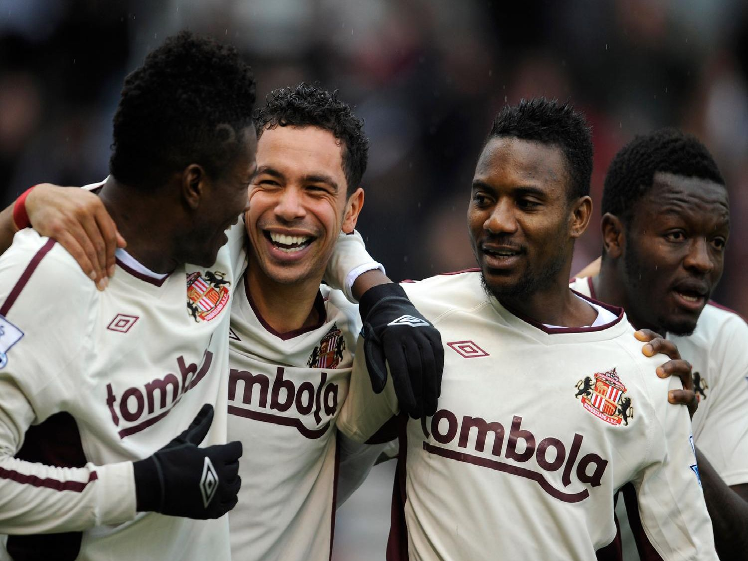STOKE ON TRENT, ENGLAND - FEBRUARY 05:  Kieran Richardson of Sunderland celebrates scoring to make it 1-0 with team mates Asamoah Gyan and Stephane Sessegnon during the Barclays Premier League match between Stoke City and Sunderland at the Britannia Stadium on February 5, 2011 in Stoke on Trent, England.  (Photo by Michael Regan/Getty Images)