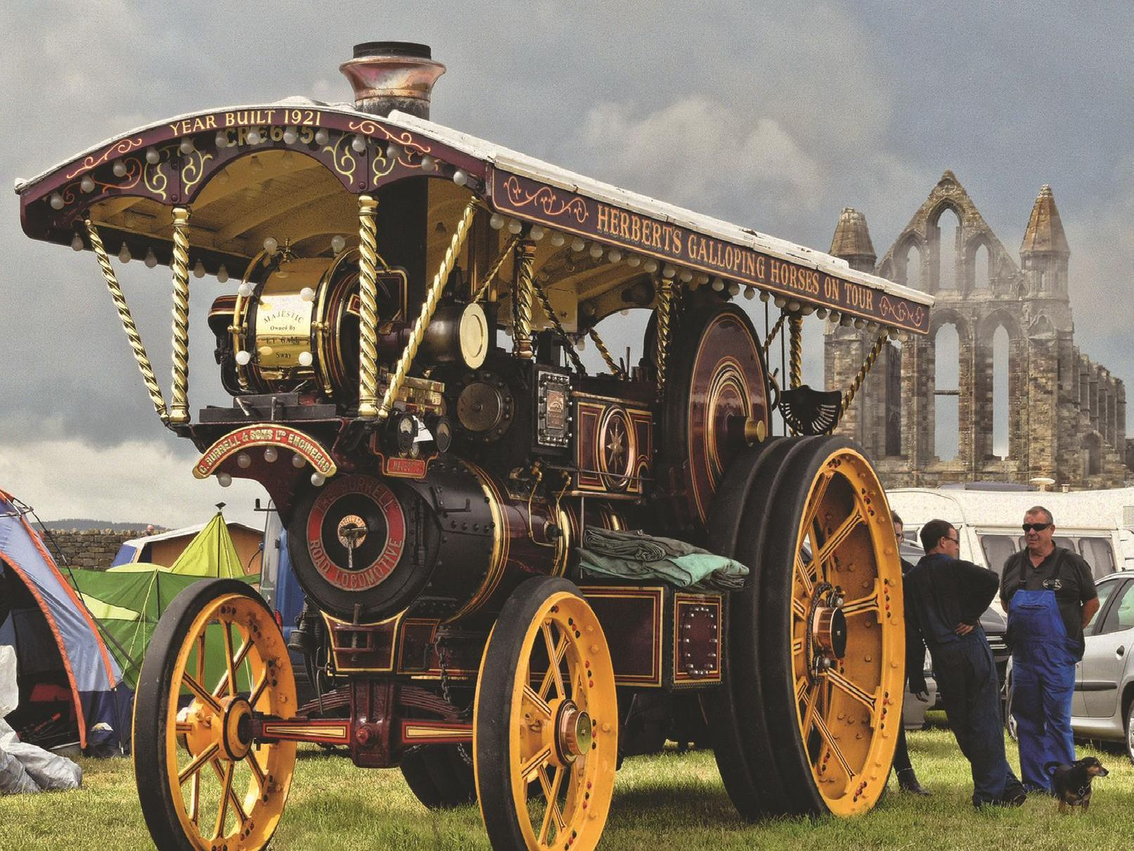 2018 - Steam engine in front of Whitby Abbey