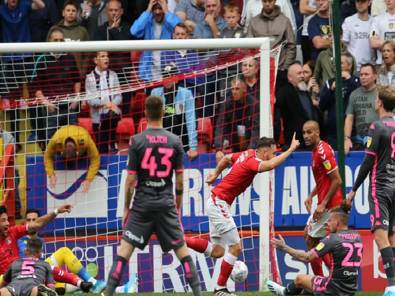 Leeds United fell to a 1-0 defeat to Charlton Athletic on Saturday.