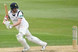 Dominic Sibley guided Warwickshire to a successful run chase at Notts.