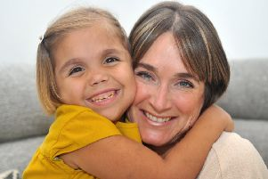 Ellie  Emmott with  daughter Sarah Emmott, 6, who  needs a live kidney.