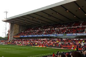 Forest blogger Lee Clarke is calling on fans to roar the team to Championship survival.