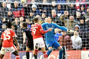 A draw at Barnsley kept Sunderland's automatic promotion hopes alive