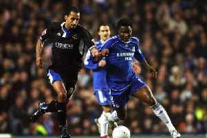 Chelsea's John Obi-Mikel (R) tussles with Macclesfield's Matty McNeil (L) during their F.A Cup third round match at Stamford Bridge in London, 06 January 2007. AFP PHOTO ADRIAN DENNIS