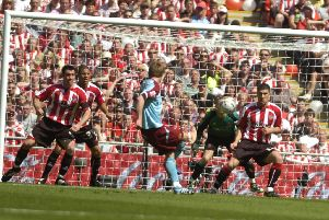 Wade Elliott beats Paddy Kenny with a beautiful right-footed effort
