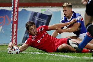 Wakefield's new signing Alex Walker touches down for London against his new club.