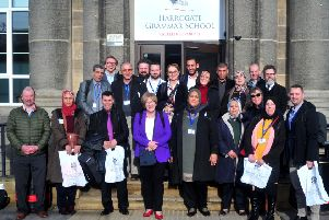 Algerian officials learn about school