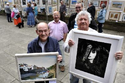 Busy start for art exhibition - The Scarborough News