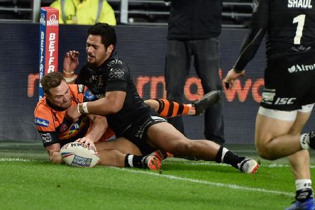 James Clare gets the ball down in the corner for a try for Castleford Tigers at Hull. Picture: Matthew Merrick