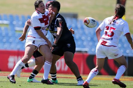 England's Andrea Dobson gets an offload away during the 2017 Womens Rugby League World Cup semi-final against New Zealand in Sydney. (PIC: David Neilson/SWpix.com/PhotosportNZ)
