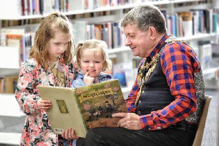 Chorley Mayor Mark Perks reads a story to Aurora (6) and Jessica (3) Johnson at last year's festival
