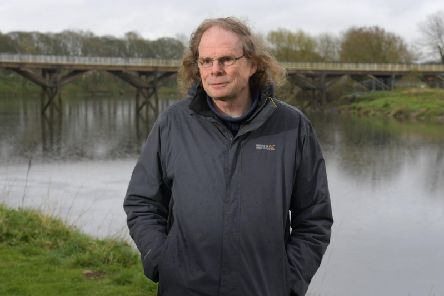 Campaigners are keeping up the pressure to reopen a key bridge in a Preston park.
