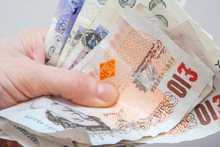 A benefit cheat illegally claimed over �6,000 in benefits.