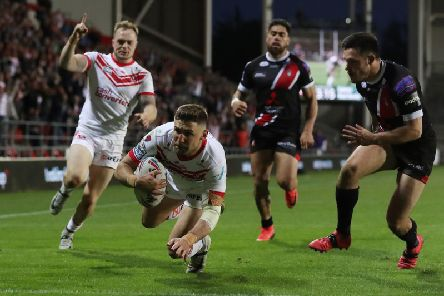 Tommy Makinson claims a crucial try against Salford. Picture: SWPix