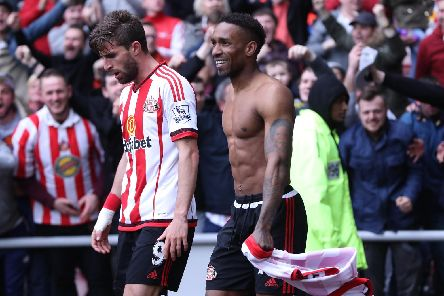 SUNDERLAND, ENGLAND - MAY 07:  Jermain Defoe (R) of Sunderland celebrates scoring his team's third goal during the Barclays Premier League match between Sunderland and Chelsea at the Stadium of Light on May 7, 2016 in Sunderland, United Kingdom.  (Photo by Ian MacNicol/Getty Images)