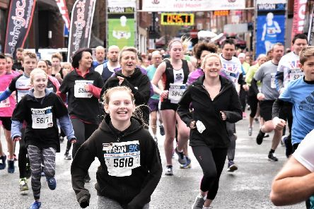 All smiles as the 5k gets underway
