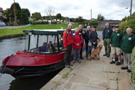 Enthusiasts by the Chesterfield Canal.