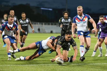 Shaun Johnson dives over for a try.