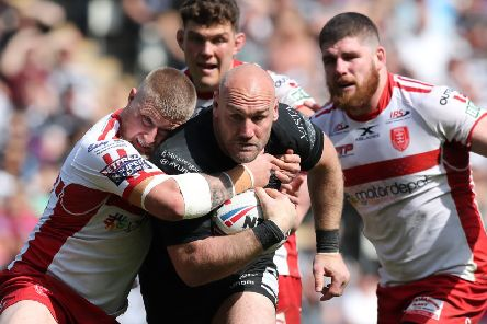 Powering forward: Hull FC's Gareth Ellis in derby action. Picture: SWPIX
