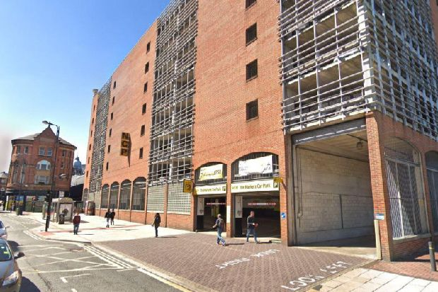 Man seen making threats with knife in Leeds city centre