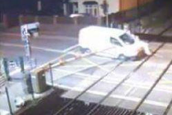 a61194a466 Shocking footage captures moment van driver smashes through safety ...
