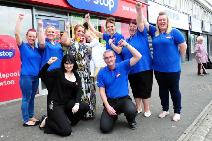Poppy Wilkinson With Her Mum Kirby Hackworth And One Stop Staff Rear Left To