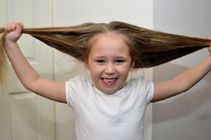 Sophies Helping Hand To Other Children With Hair Cut For Little