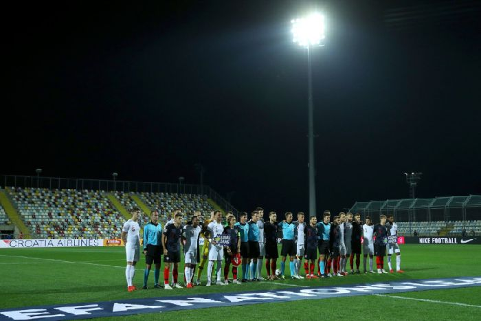 10d191b852e81 England and Croatia players and match officials pose for a photograph  before kick-off in