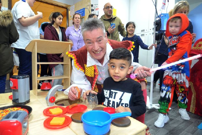 They're behind you! Aladdin stars visit children's hospital