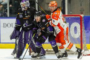 Anthony DeLuca makes a nuisance of himself near the Glasgow Clan net. Picture: Al Goold/EIHL.