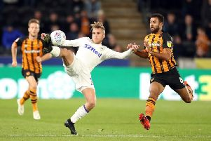Valencia are keen to hold talks with Leeds over Samuel Saiz with apermanent 6m move to current loan club Getafe in doubt.