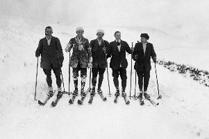 Messrs Riddick, Whitehead, Schaaming, Jeffcoate and Johnstone out skiing near Buxton, Derbyshire, November 1912. (Photo by Topical Press Agency/Hulton Archive/Getty Images)