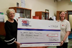 Mayor Kate Allsop presents the cheque.