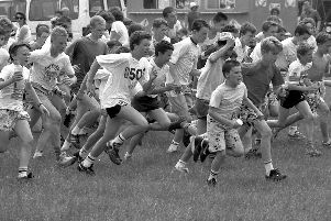 1989: Pupils from Rufford School in Edwinstowe take part in a fun run. Did you go to this school?