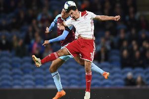 Lazaros Christodoulopoulos of Olympiakos is challenged by Dwight McNeil of Burnley during the UEFA Europa League qualifying second leg play off match between Burnley and Olympiakos at Turf Moor on August 30, 2018 in Burnley, England. (Photo by Clive Mason/Getty Images)