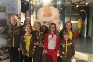 The youngsters next to astronaut Tim Peakes spacesuit. (s)