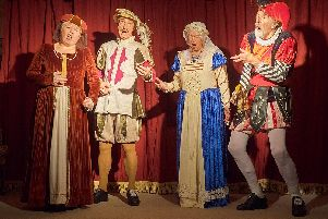 Linda Munton playing Cecily Robson as Madalena,  Andrew Bradley playing Reginald Paget as Duke of Mantua, Sally Mason playing Jean Horton as Gilda and John Harrop playing Wilfred Bond as Rigoletto.