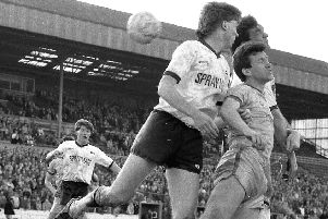 1986 Stags v Cambridge - Gary Pollard in aerial action.