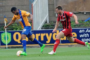 Flashback - Mansfield's Matt Green gets free of Oxford's ex Stag Johnny Mullins but can beat the keeper