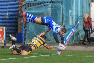 Shaun Robinson produces a spectacular finish against York City Knights. PIC: Simon Hall.